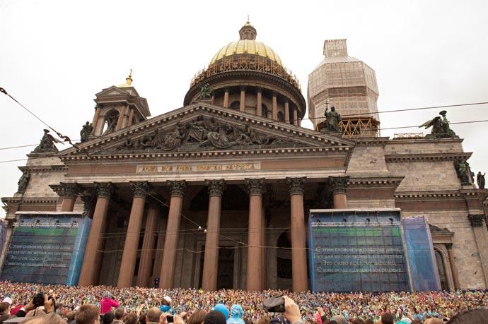 День города. Хор на лестнице Исаакиевского собора