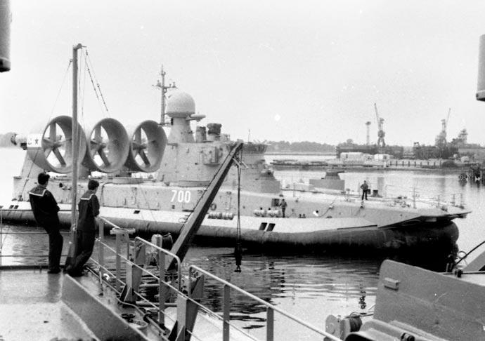 Малый десантный корабль на воздушной подушке Зубр