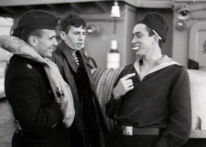 Моряки ВМФ на учебном судне Луга
