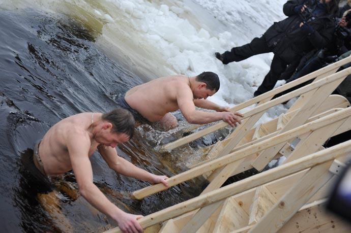Зима в Петербурге, крещение 19 января 2012 года, Нева, Университетская набережная