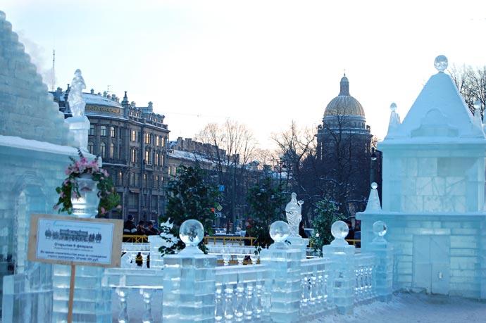 Ледяная скульптура - город изо льда