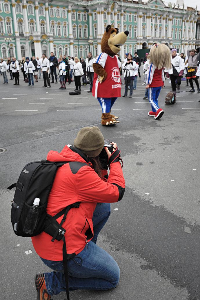 Флэшмоб в кимоно на дворцовой площади в честь Всемирных Игр боевых искусств 2013