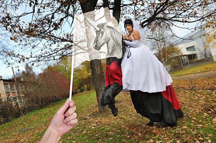 Карандаш против камеры - идея Бен Хайне, фотограф Сергей Юрченко, художник Ли Хэммонд