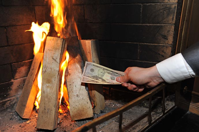 Доллары в огонь