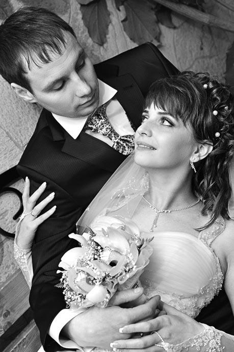 Свадебный портрет жениха и невесты в стиле Инь-Ян